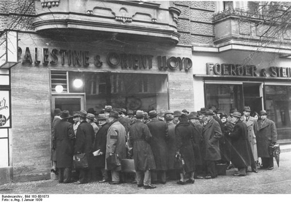 Crowd in front of the Palestine & Orient Lloyd travel office, Charlottenburg, Berlin, Jan. 1939