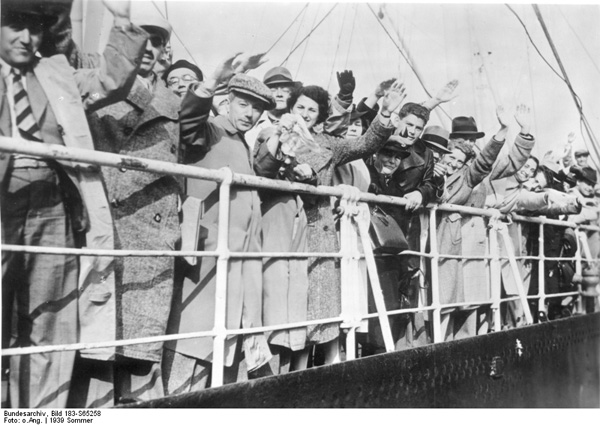 Jewish emigrés aboard the Rhakotis