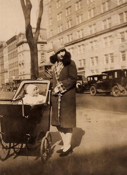 Charlotte Cramer Samuels and daughter Eleanor, New York City, April 1927