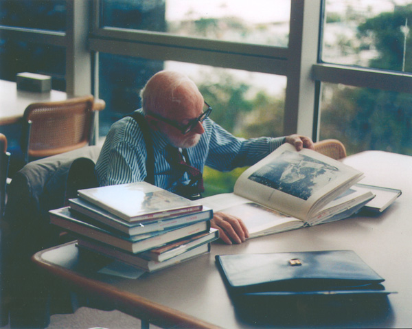 Otto Bettmann perusing books at the Florida Center for the Book in the Fort Lauderdale Broward County Main Library, January 1998