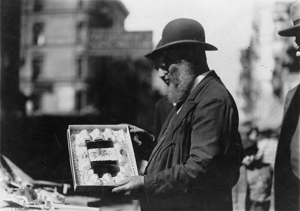 Jewish life - selling New Year's cards, East Side, New York City, ca. 1905-1915