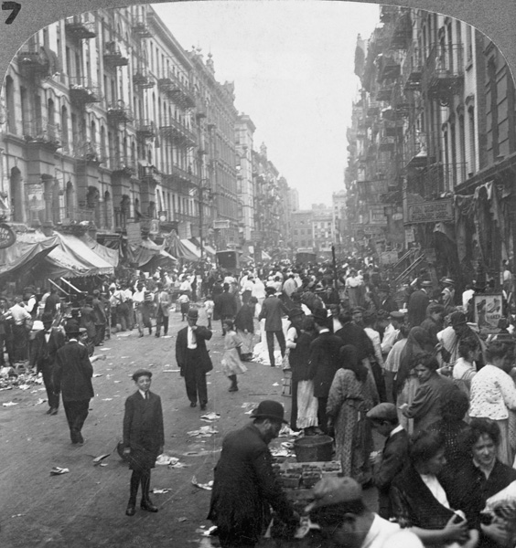 Pedestrians and peddlers in New York City, 1915