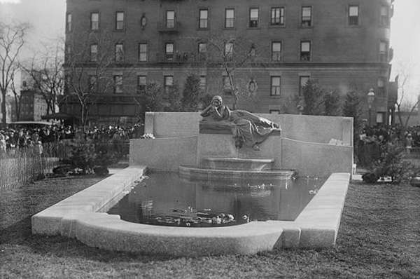 New York City Memorial to Ida and Isidor Straus