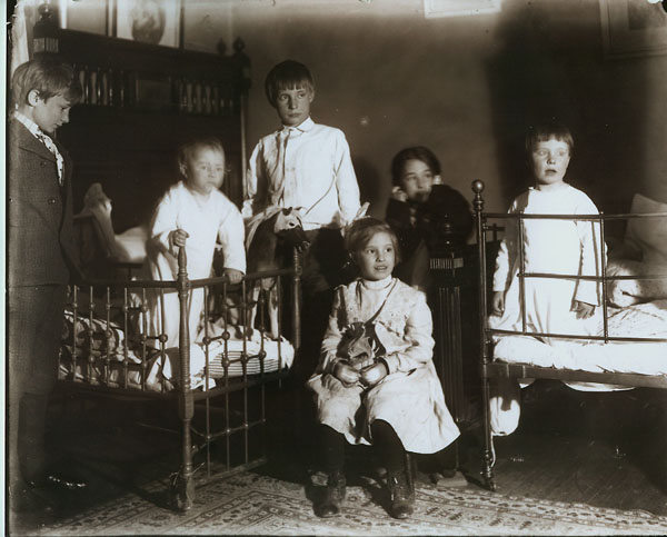 The children of Mary Hegeler Carus and Paul Carus children, c. 1902