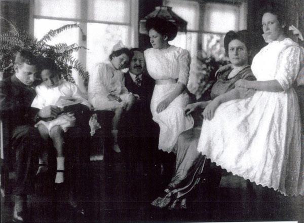 Julius and Augusta Rosenwald with their Children, ca. 1909