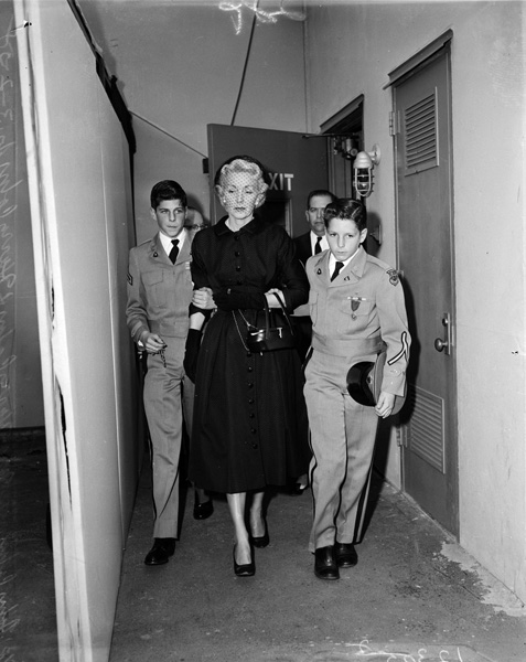 Joan Perry Cohn and sons arrive for Harry Cohn's funeral, 1958