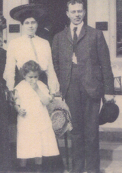 Henry and Cora Oppenheimer, with their daughter, Ella, in Germany, 1900s