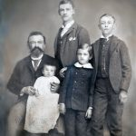 Gustav Goelitz with his children, n.d.