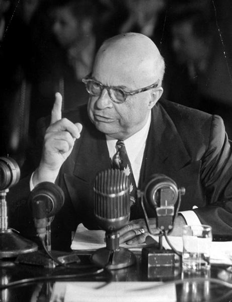 Henry J. Kaiser testifying at the Howard Hughes trial, 1947