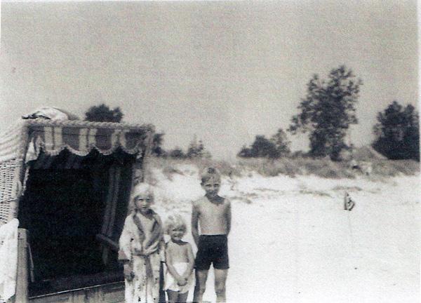 A Tede family summer vacation, Scharbeutz, 1941