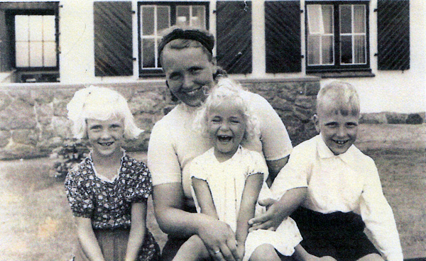Dieter Tede's mother, Hella, Dieter, and his sisters, 1941