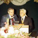 Milton Shapp and John Rigas at NCTA podium, 1971