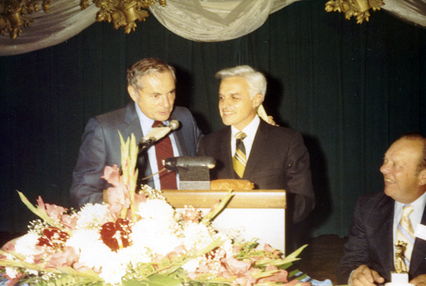 Milton Shapp and John Rigas at NCTA podium, 1971